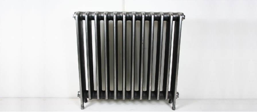 radiador antiguo de hierro sin purgar